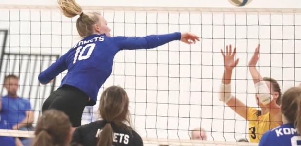 cassidy Thompson and the KM KoMets take on the byron bears in volleyball.